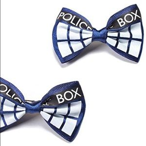 ONE Doctor Who police box hairbow